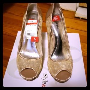 Style &Co new size 5 gold heels